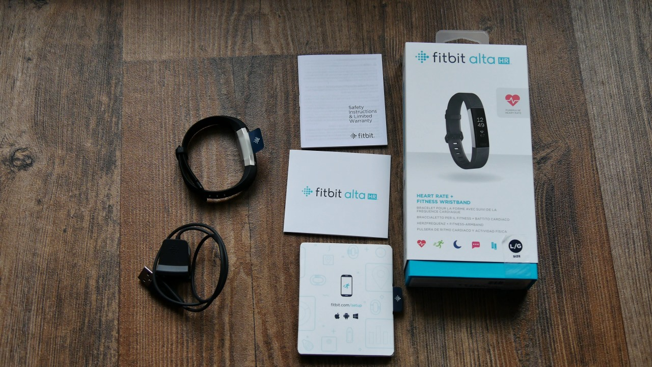 fitbit alta hr im test der schlanke fitnesstracker mit. Black Bedroom Furniture Sets. Home Design Ideas